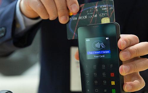 Kreditkartenanbieter erhöhen die Gebühren